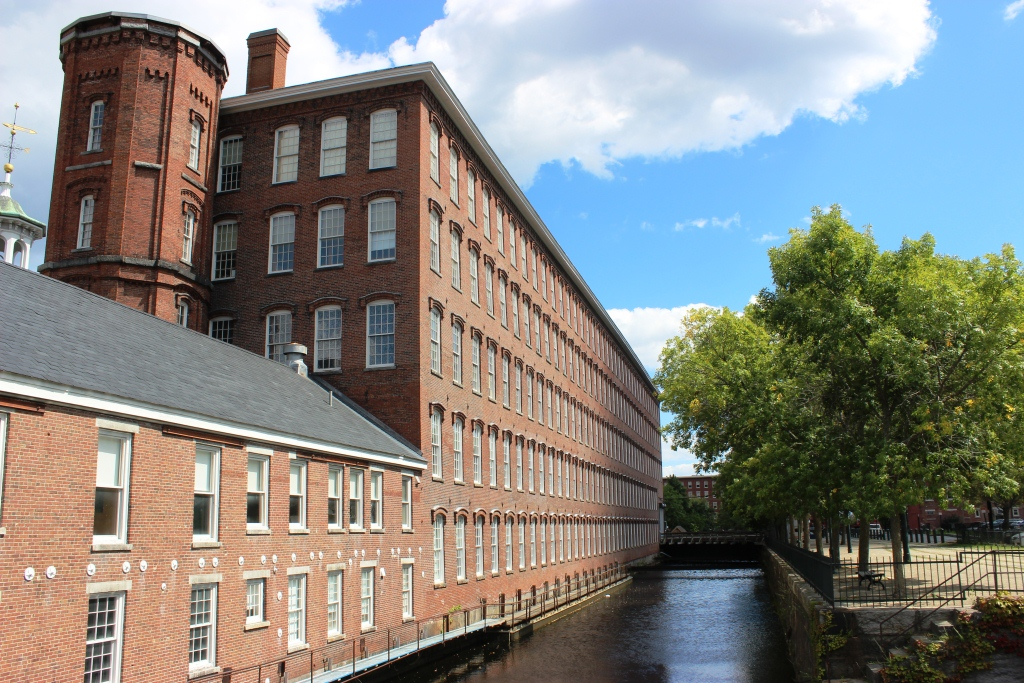 lowell mills Harriet robinson: lowell mill girls in her autobiography, harriet hanson robinson, the wife of a newspaper editor, provided an account of her earlier life as female factory worker (from the age of ten in 1834 to 1848) in the textile mills of lowell, massachusetts.